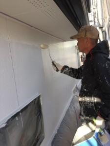 代表:栗田 義弘による外壁塗装の作業中